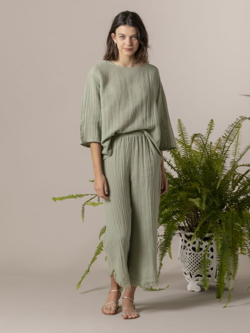 Woman Woman Round neck linen blouse Green