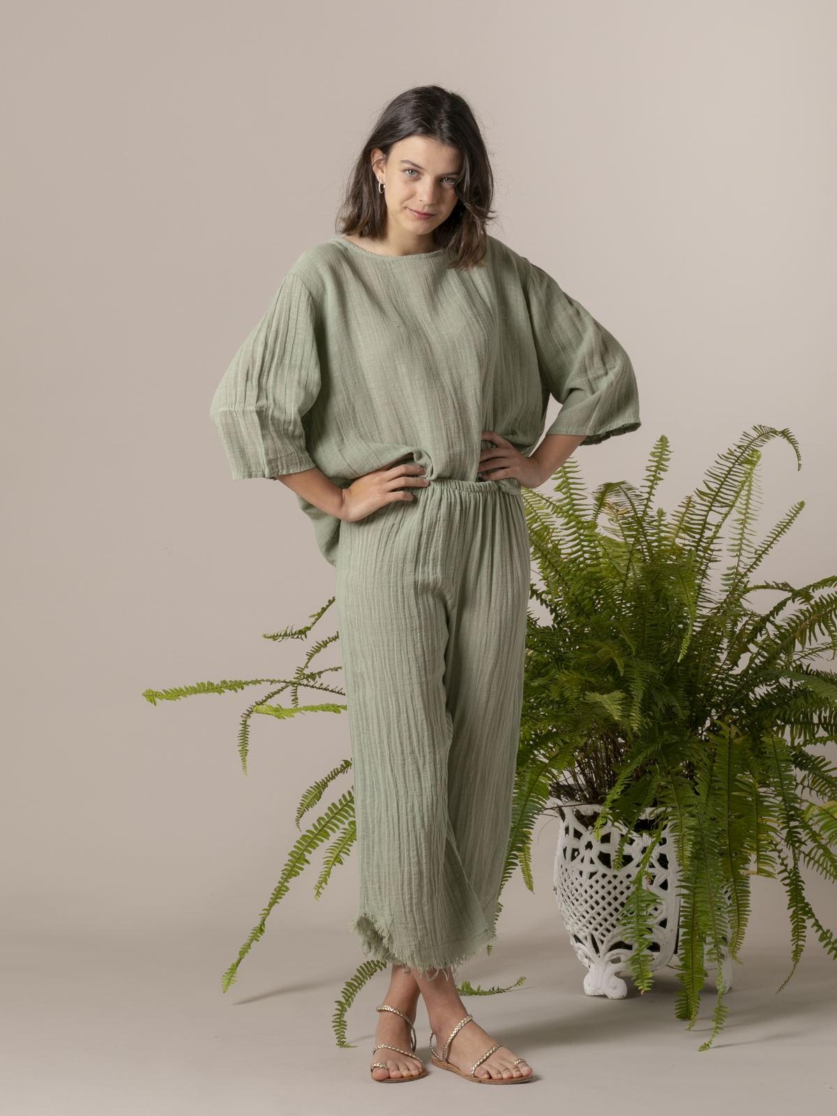 Woman Woman Round neck linen blouse Green