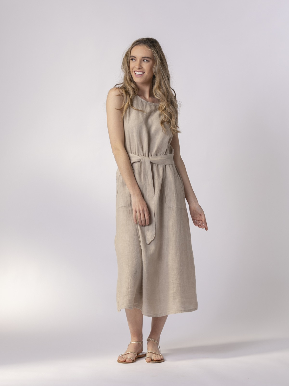 Woman Long linen dress with buttons at the back Beige