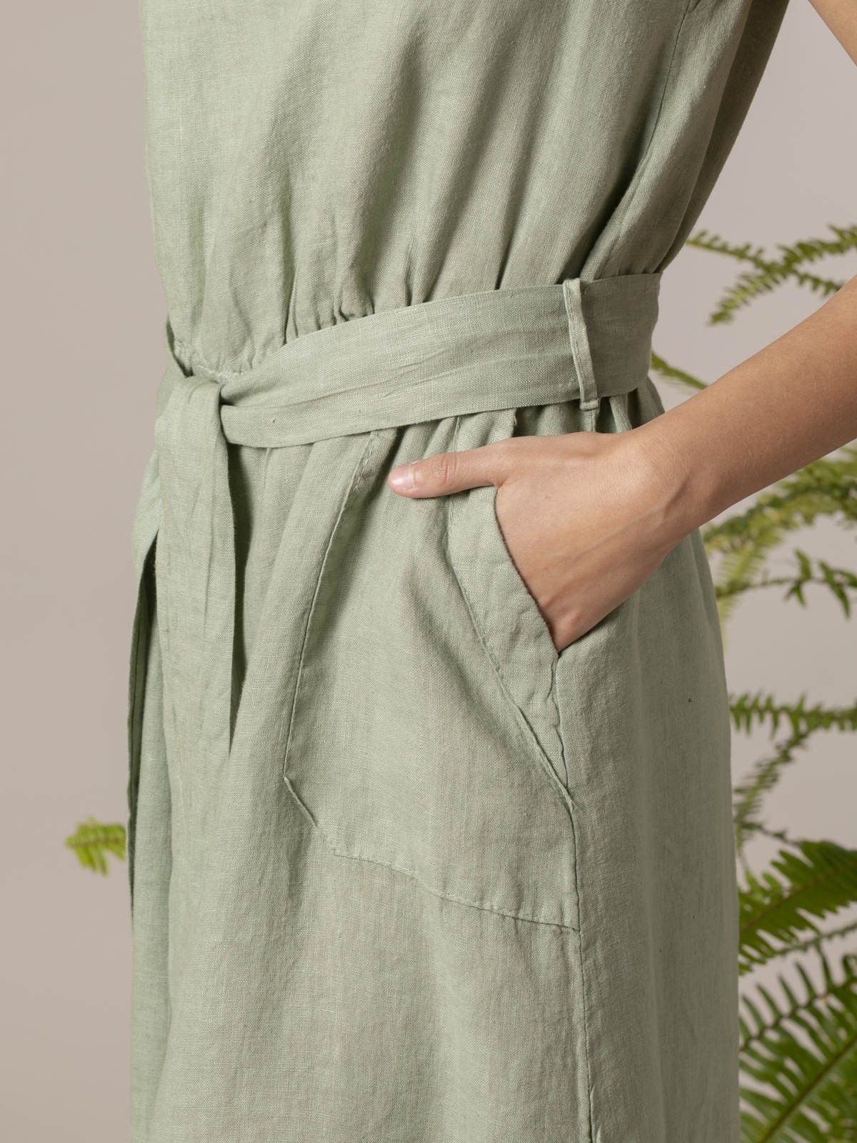 Woman Long linen dress with buttons at the back Green