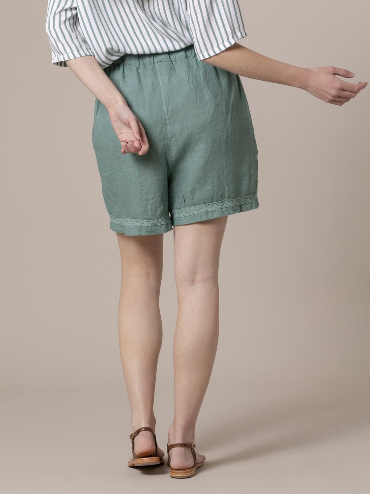 Short mujer de lino bordado Verde