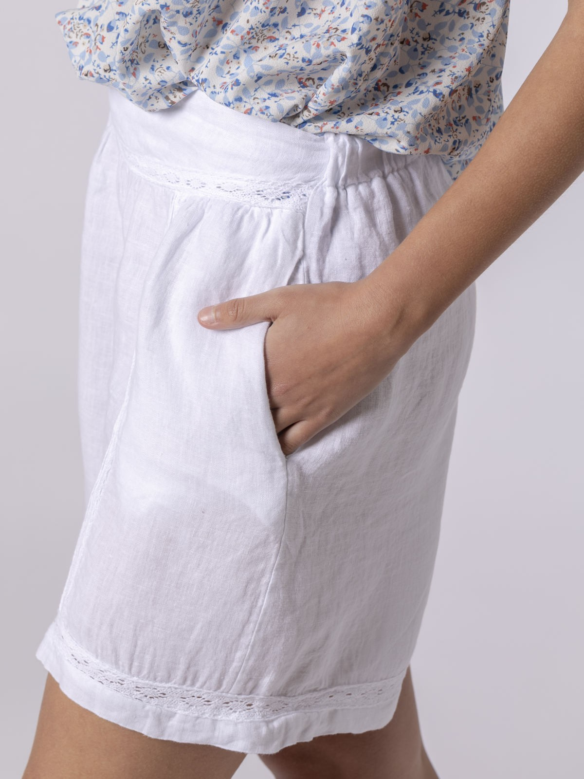 Short mujer de lino bordado Blanco
