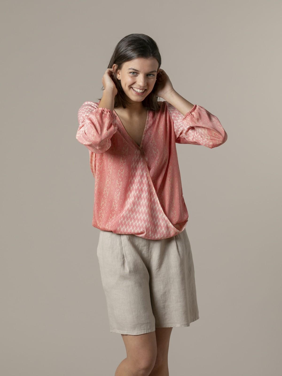 Woman Woman Flowy printed blouse Pinks