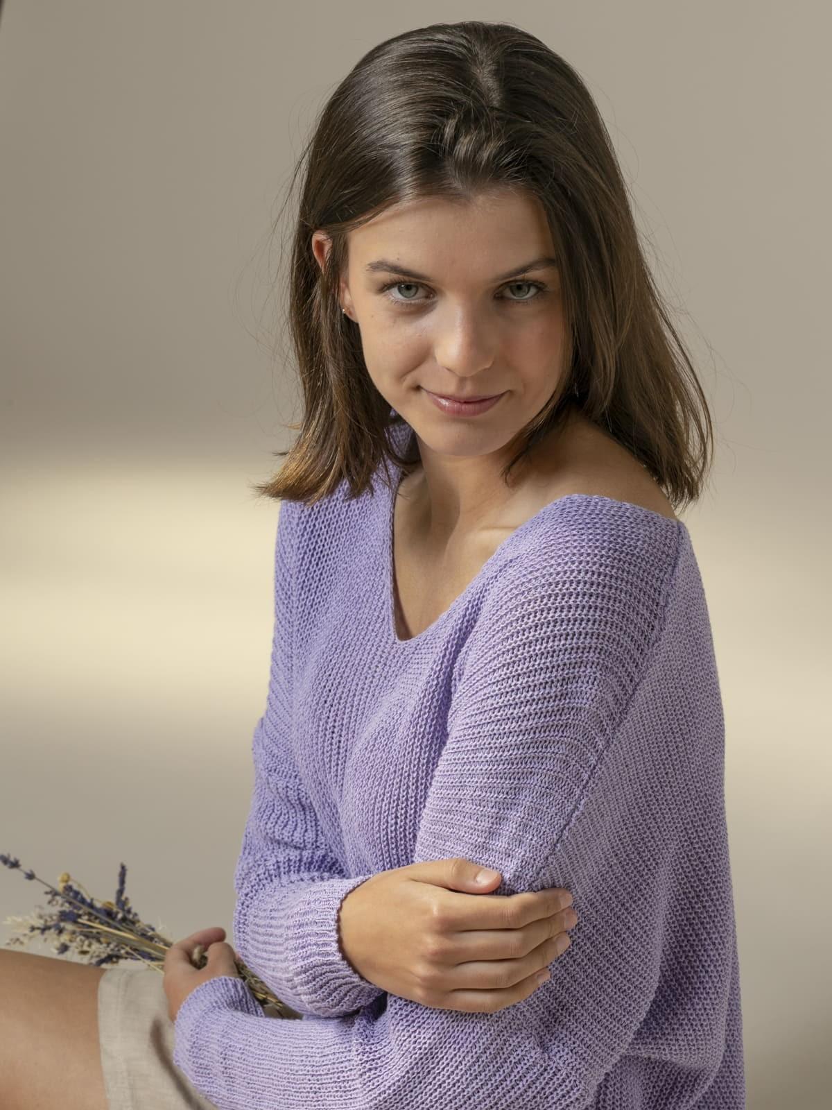 Woman Woman V-neck ribbon knit sweater Lila