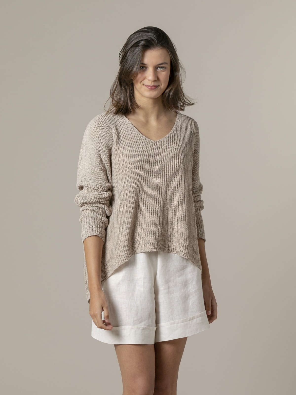 Woman Woman V-neck ribbon knit sweater Beige