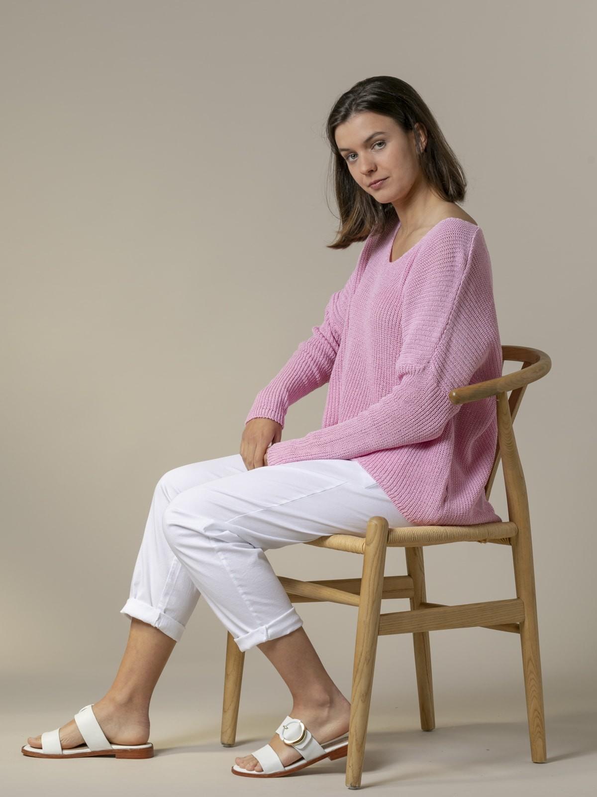 Woman Woman V-neck ribbon knit sweater Pink