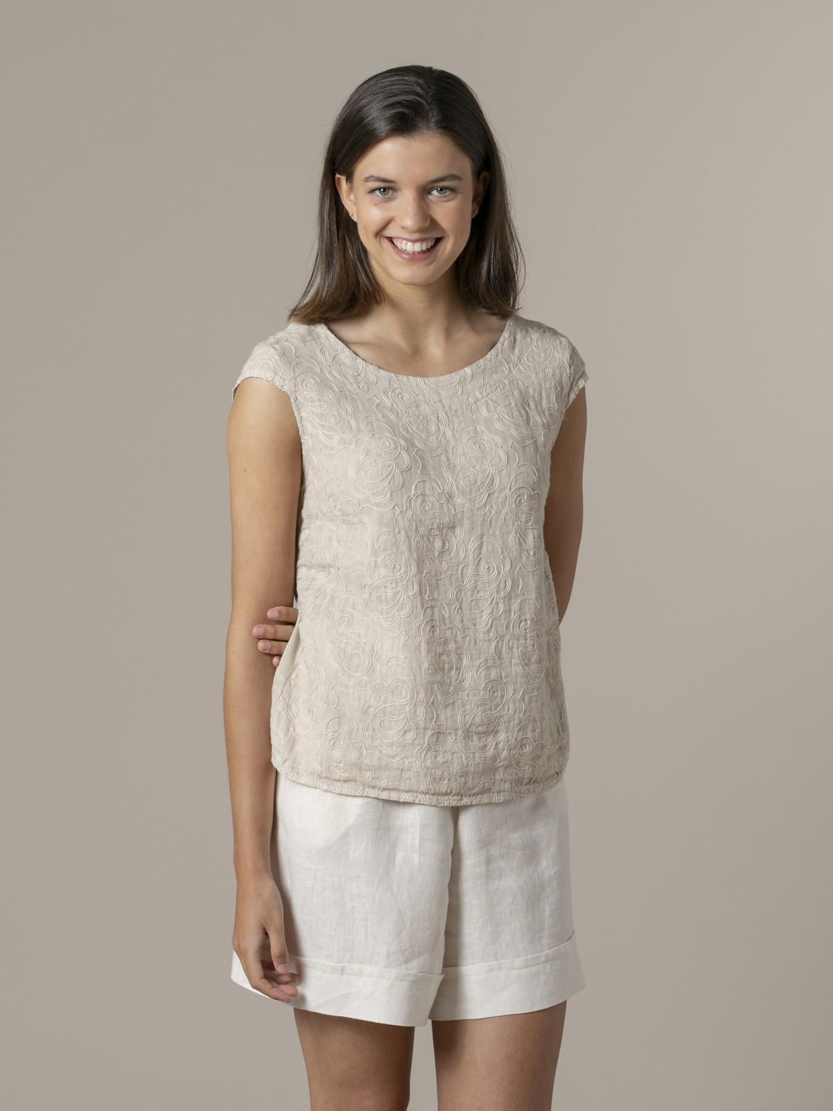 Woman Woman Sleeveless embroidered linen shirt Beige