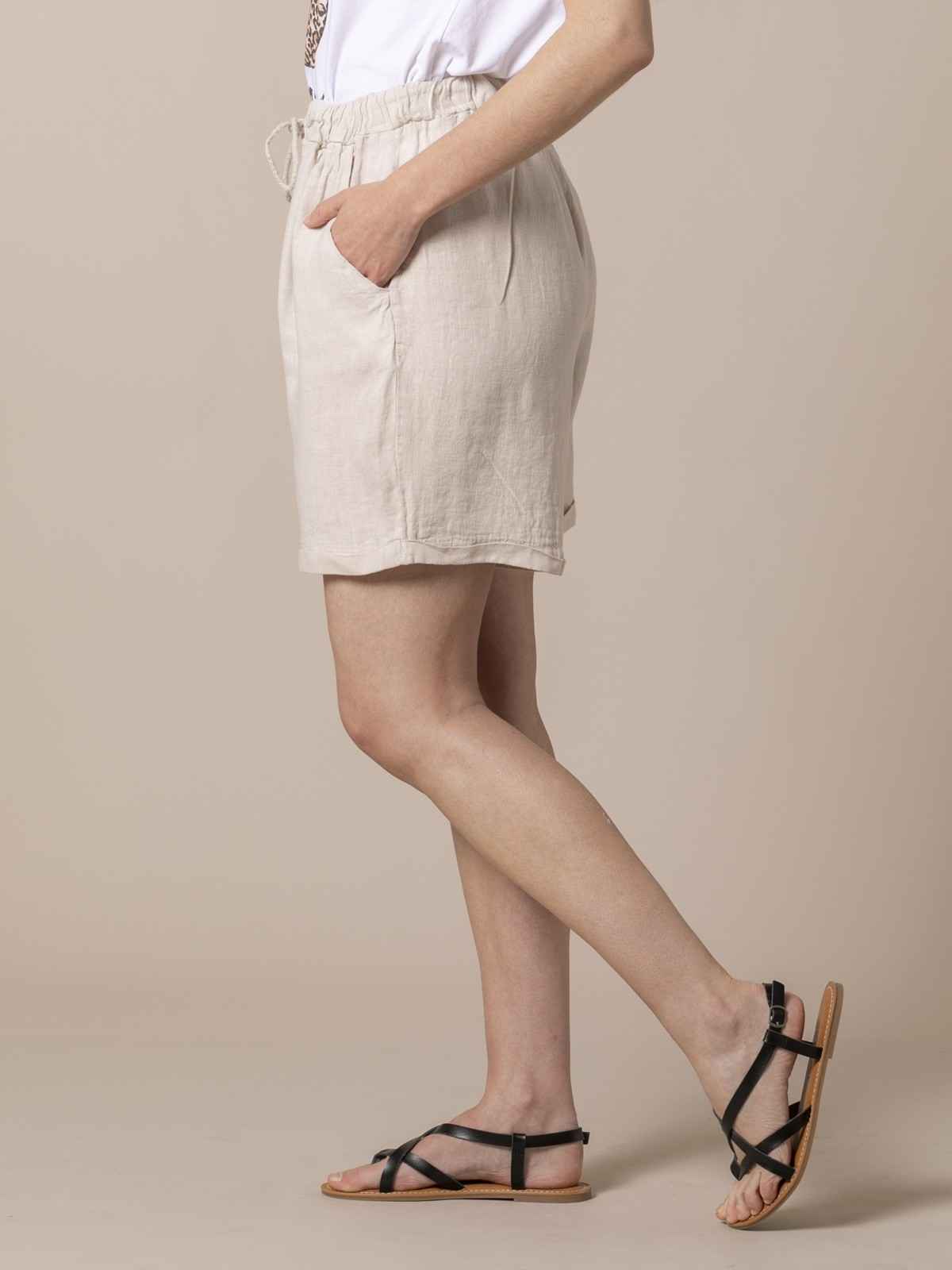Woman Woman Linen shorts with pockets Beige