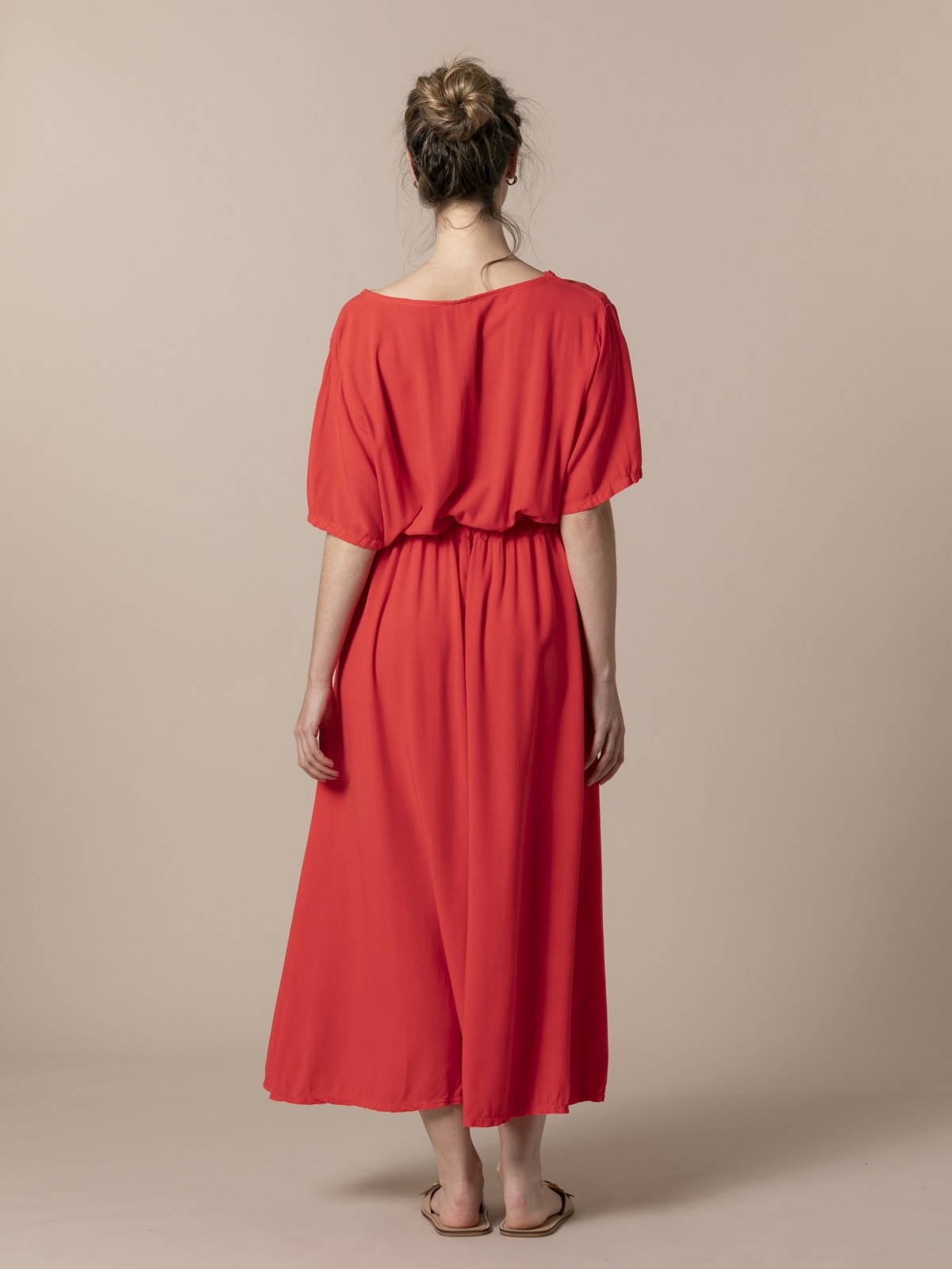 Woman Long flowing V-neck dress Coral