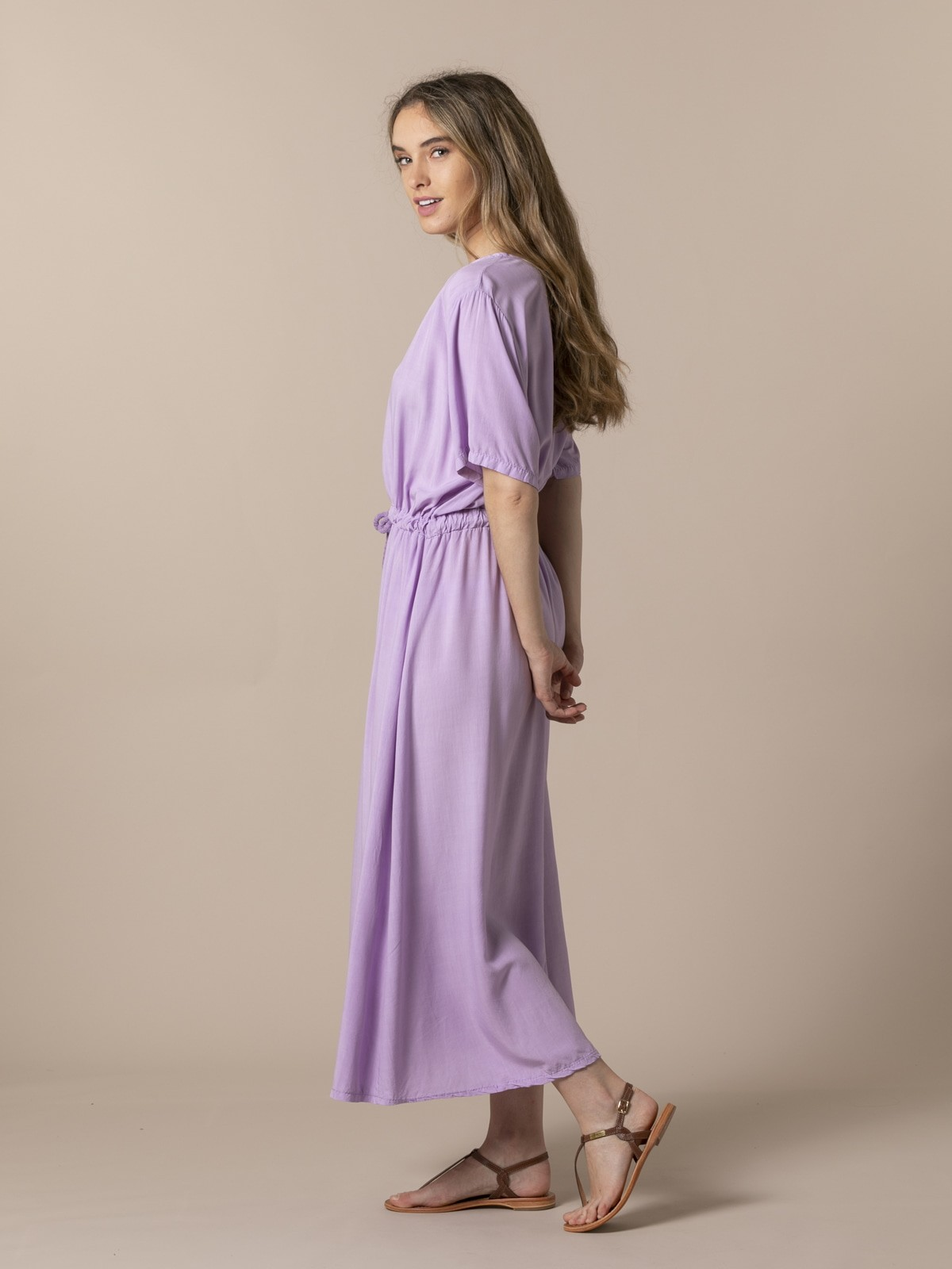 Woman Long flowing V-neck dress Lila