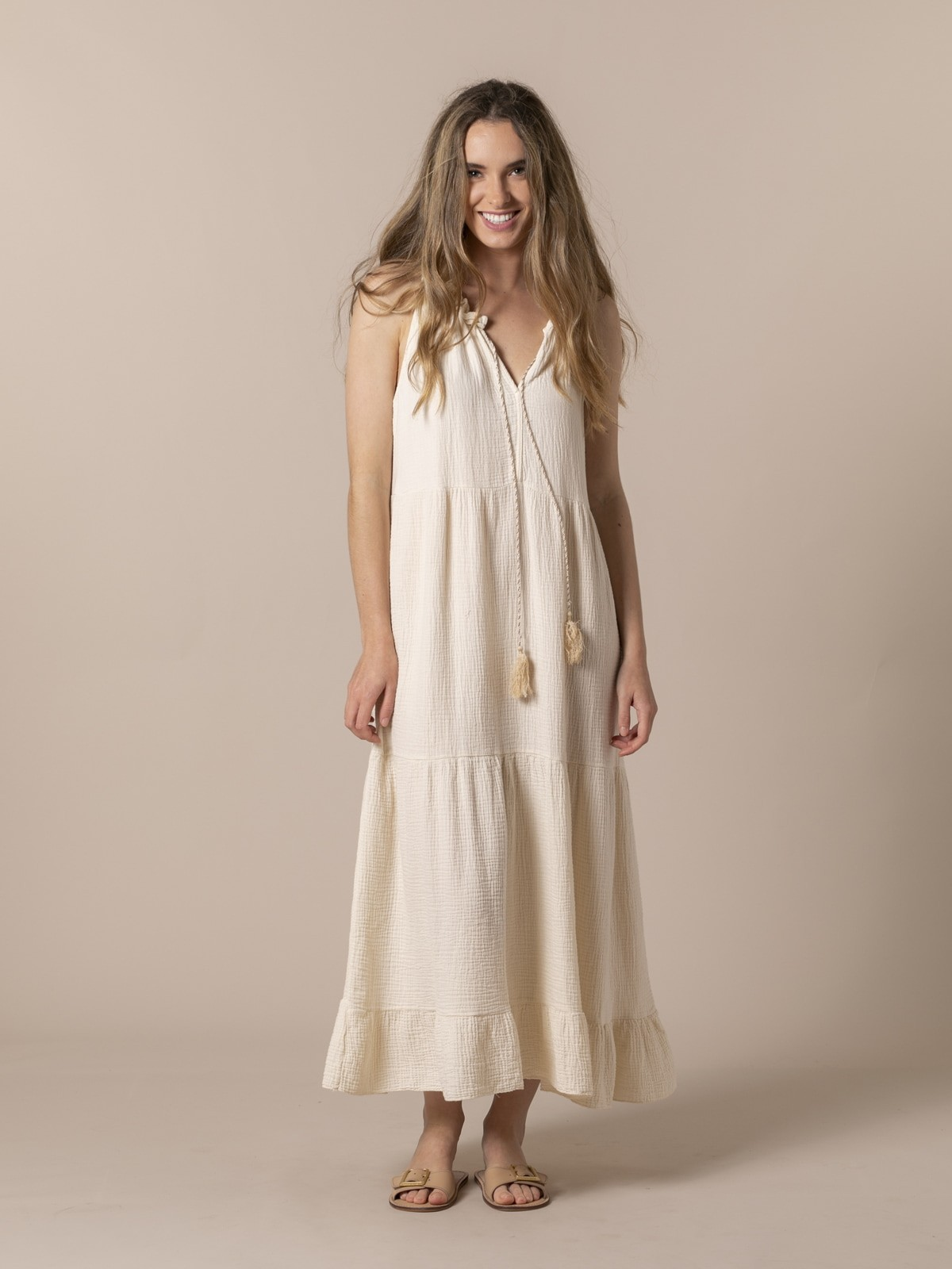 Woman Long flowing halter neck dress Crudo