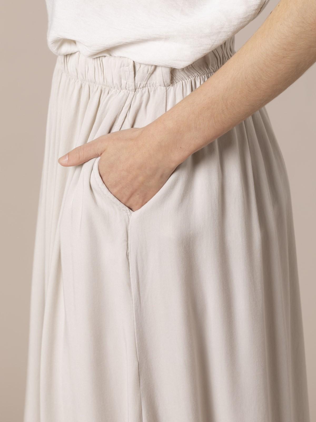 Woman Flowy skirt with elastic waist Beige