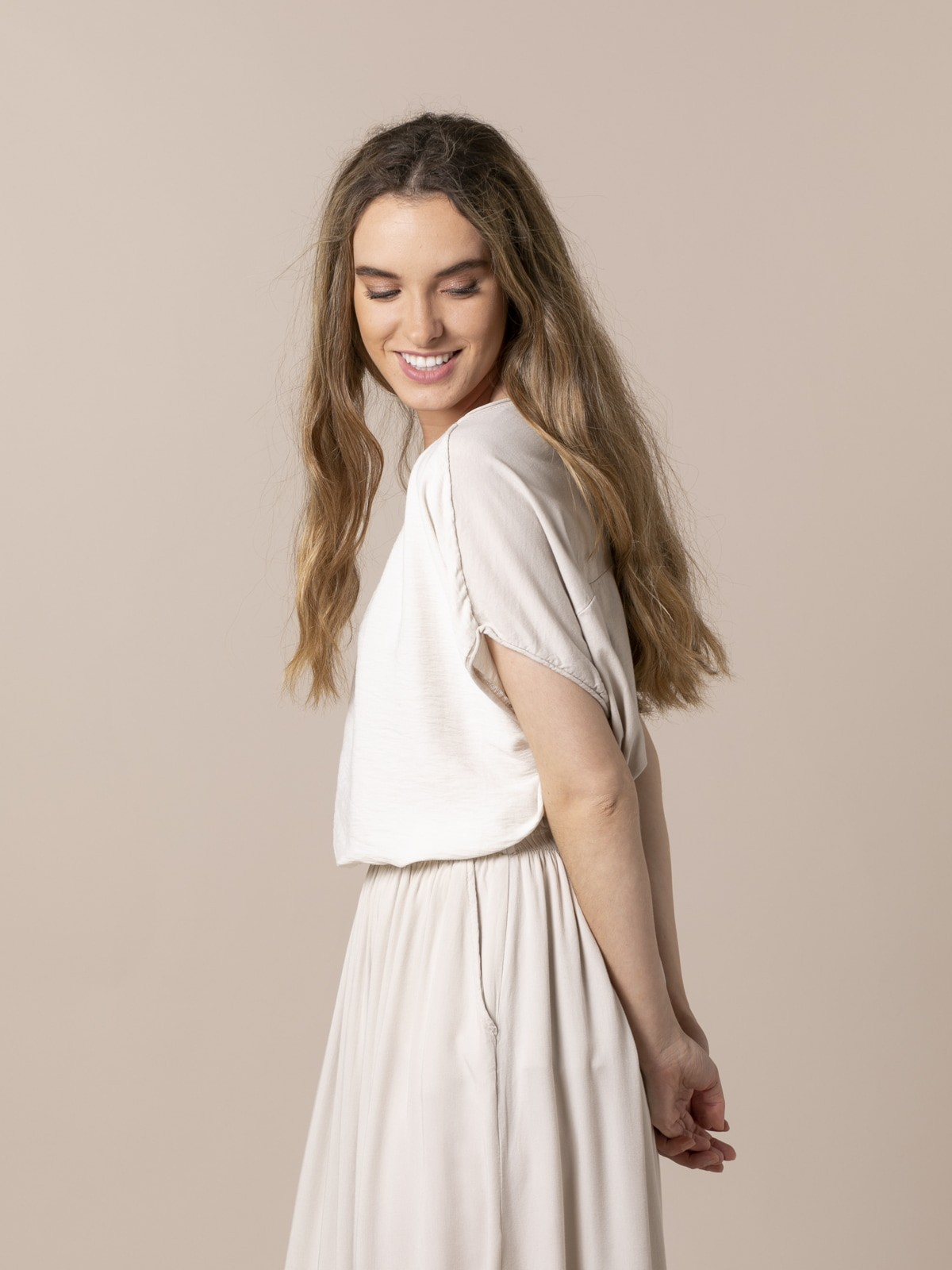 Camiseta mujer arrugada oversize Beige