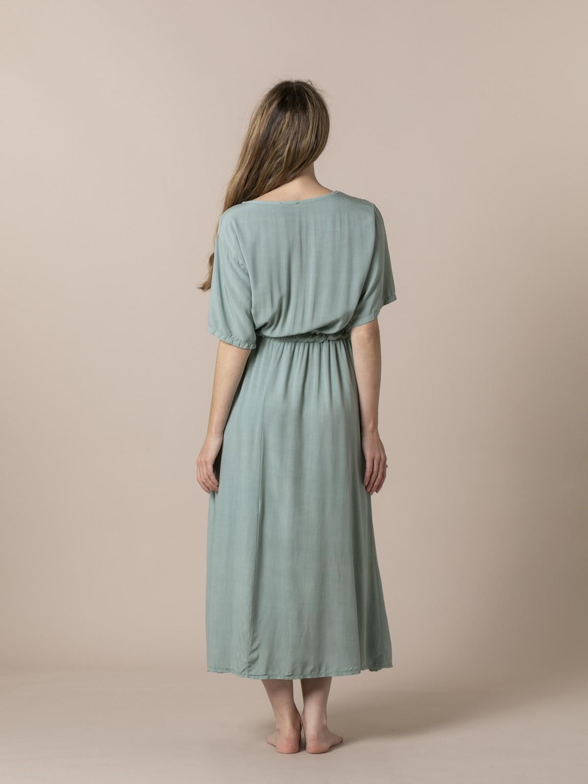 Woman Long flowing V-neck dress Green