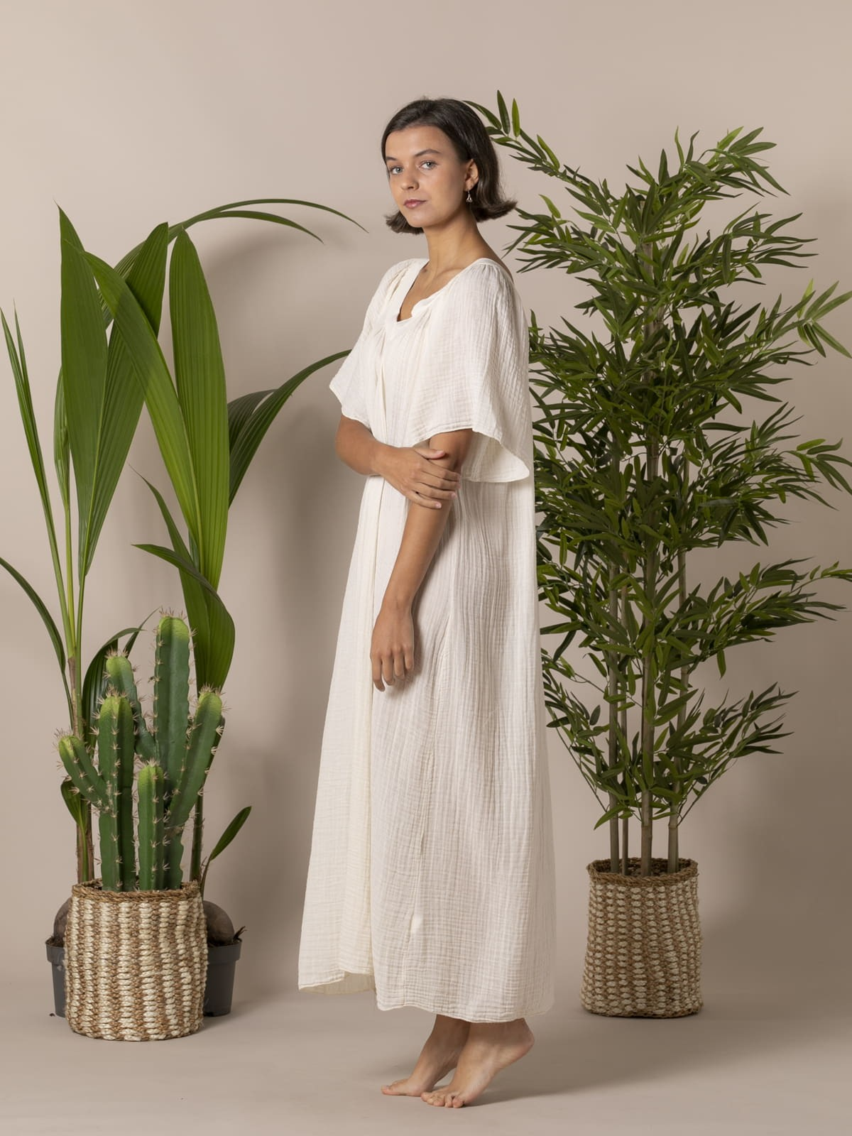 Woman Long double v-neck dress Crudo