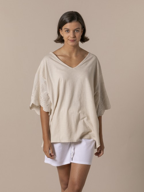 Woman Embroidered and perforated T-shirt Beige