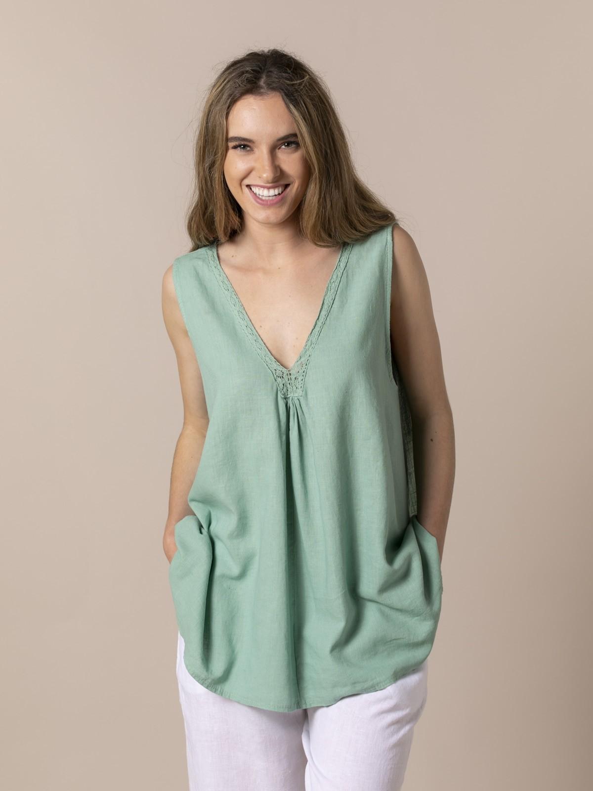 Woman Woman oversize linen V-neck shirt Green claro