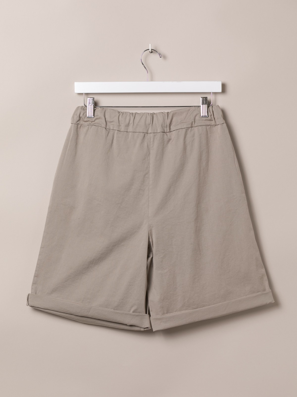 Woman Basic bermuda shorts and elastic waistband Beige