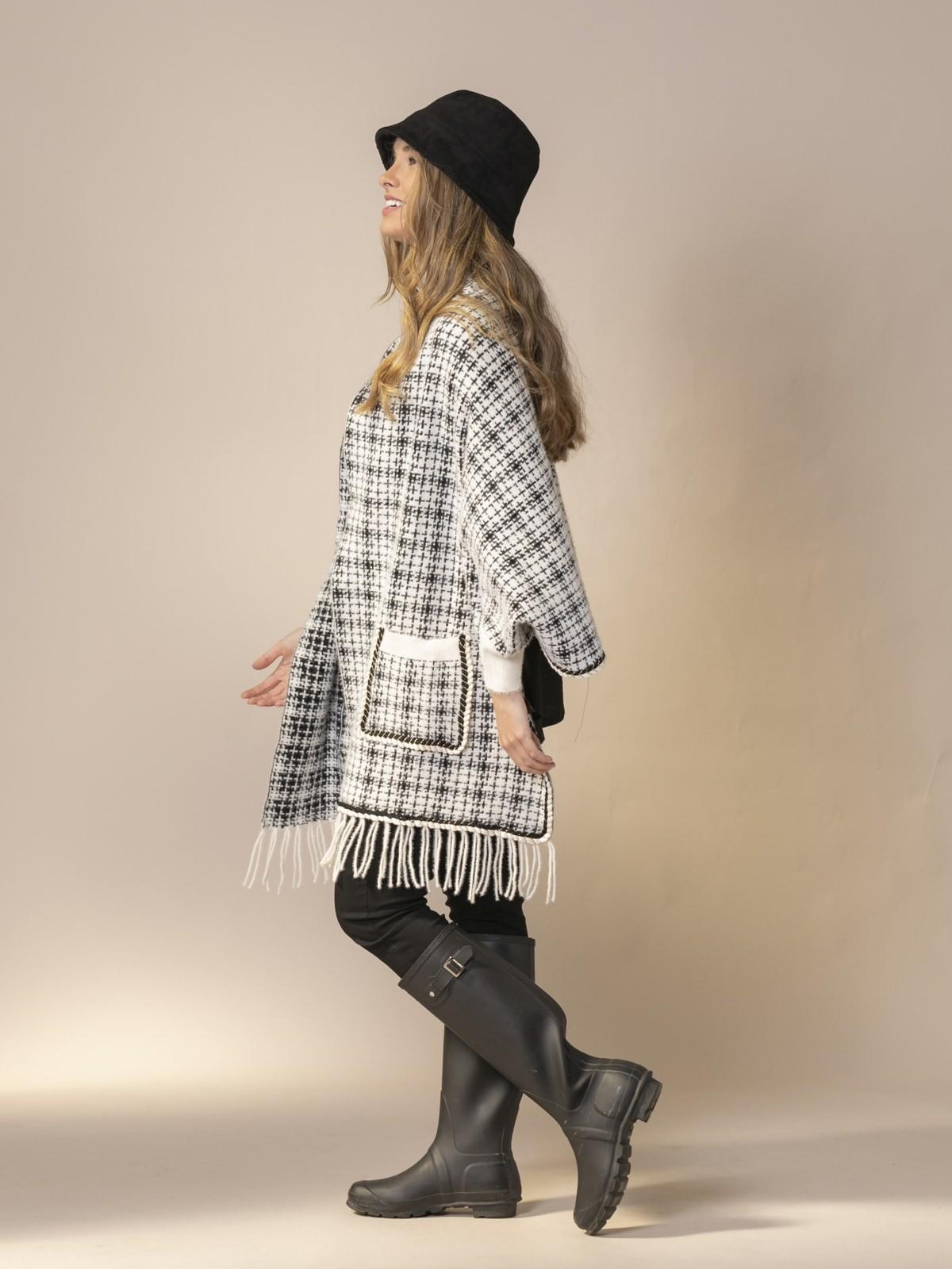 Woman Chanel wool knit poncho White
