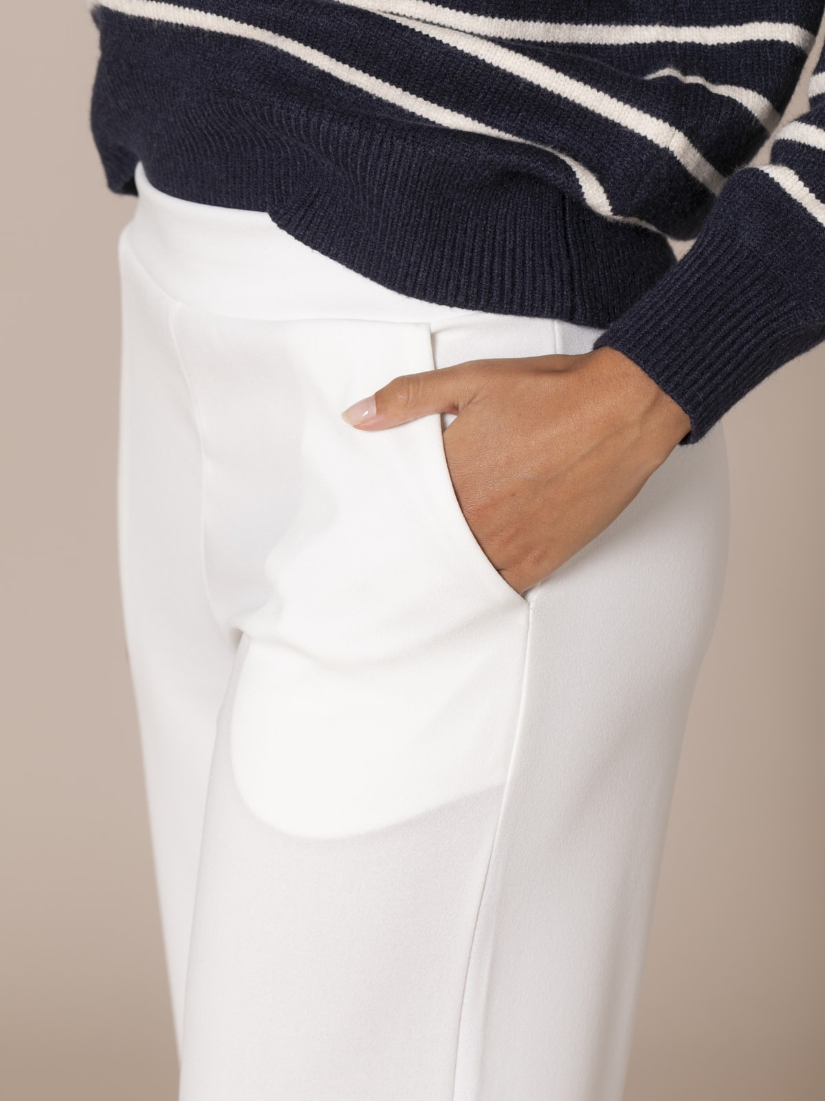 Woman Dropped trousers with pockets Crudo