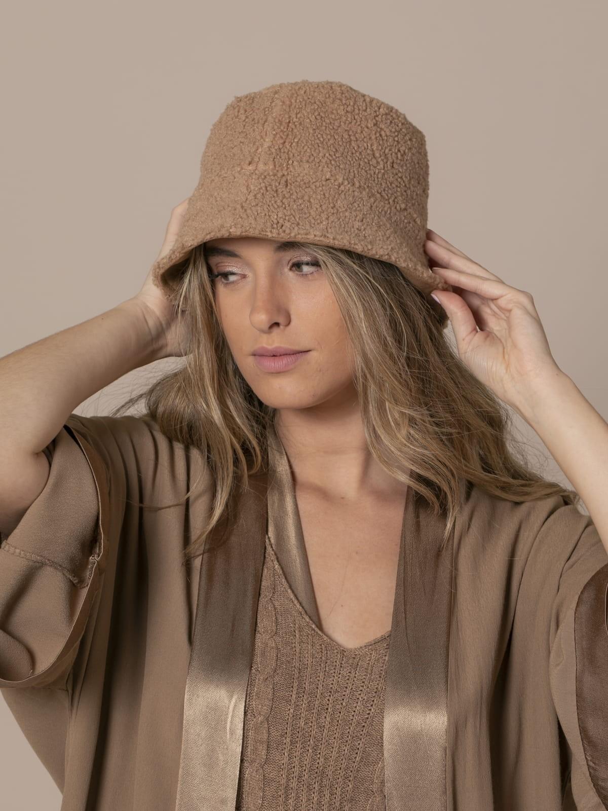 Woman Trendy reversible hat Camel