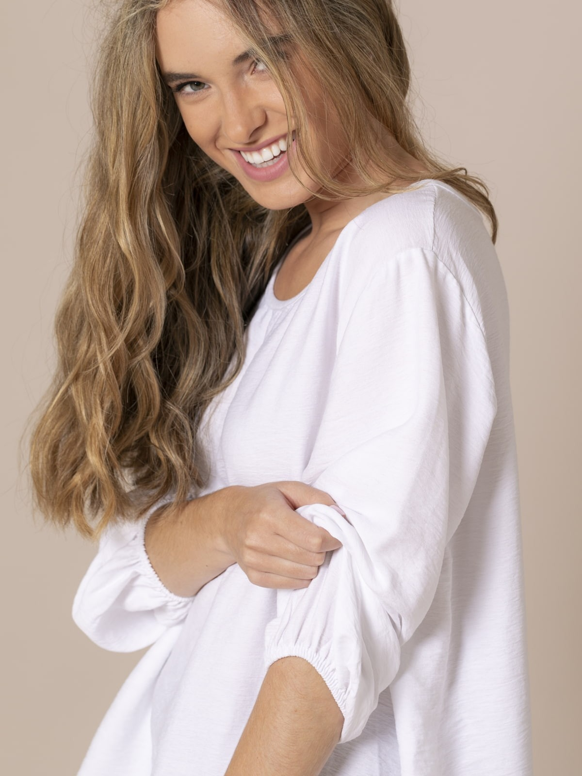 Woman Flowy blouse with elastic cuffs White