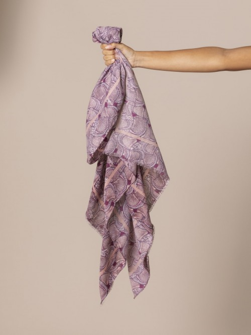 Woman Printed soft scarf Pink