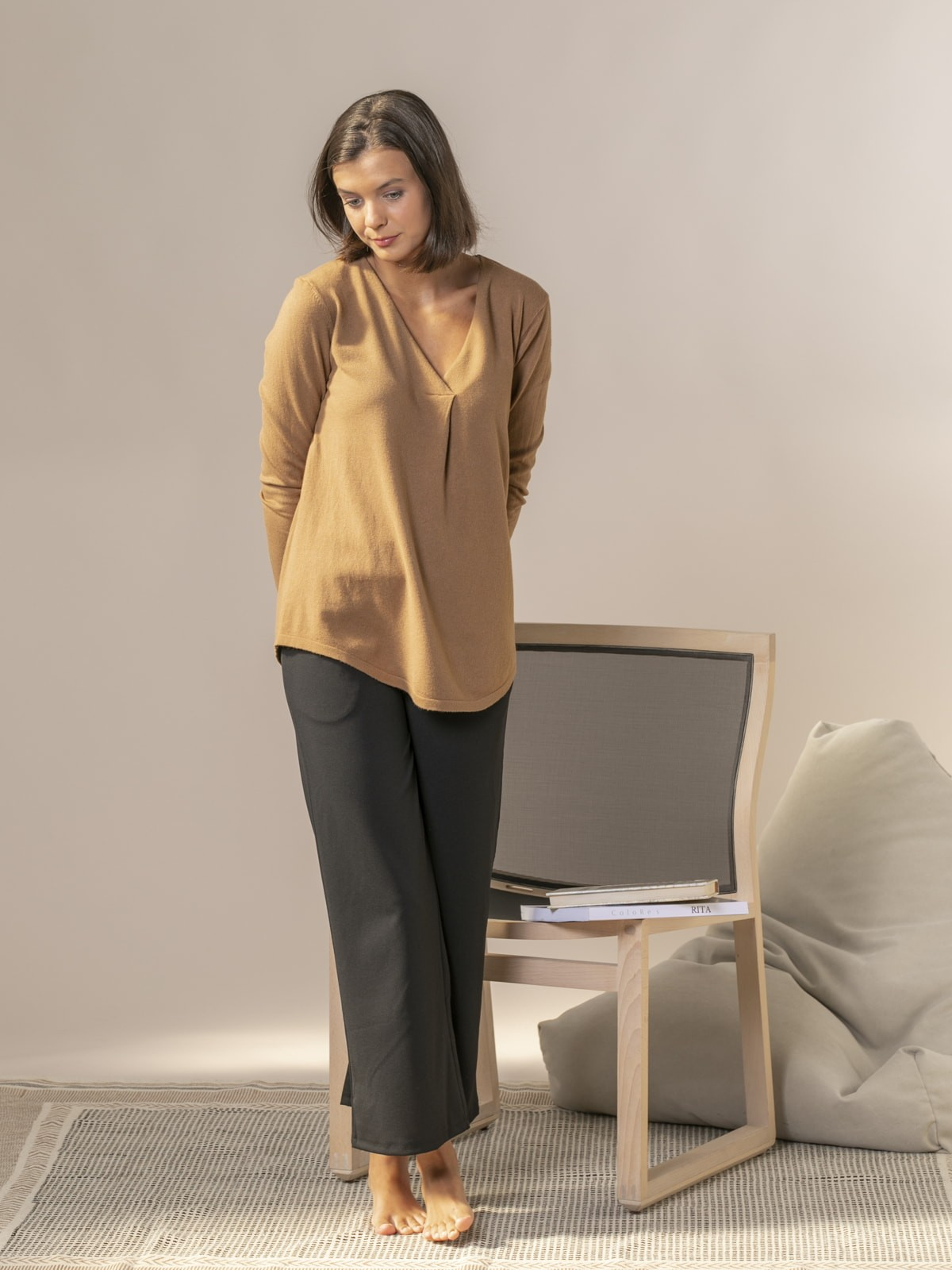 Woman Knitted sweater with neckline detail Camel