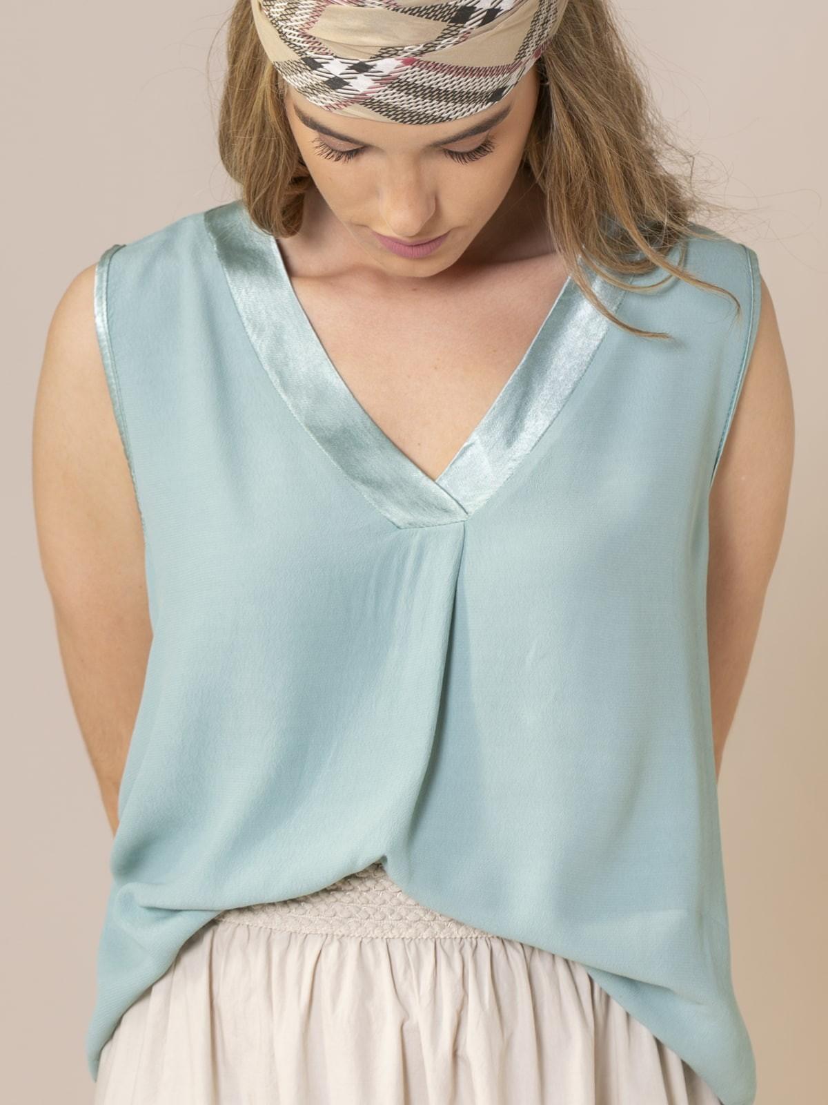 Woman Neckline detail top Aqua