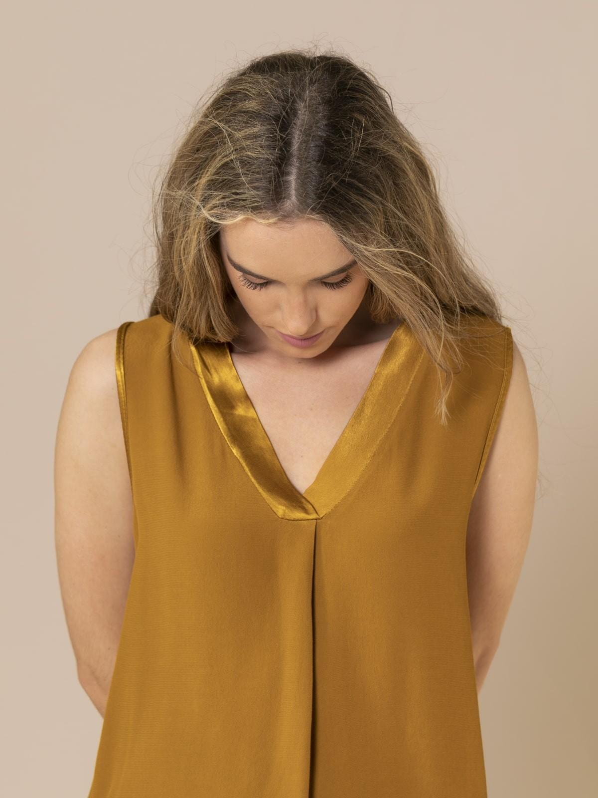 Woman Neckline detail top Ocher