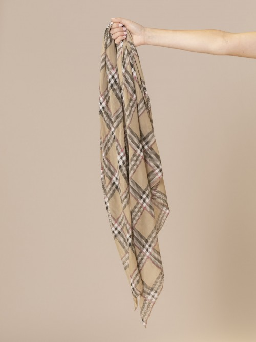 Woman Burberry square scarf Camel