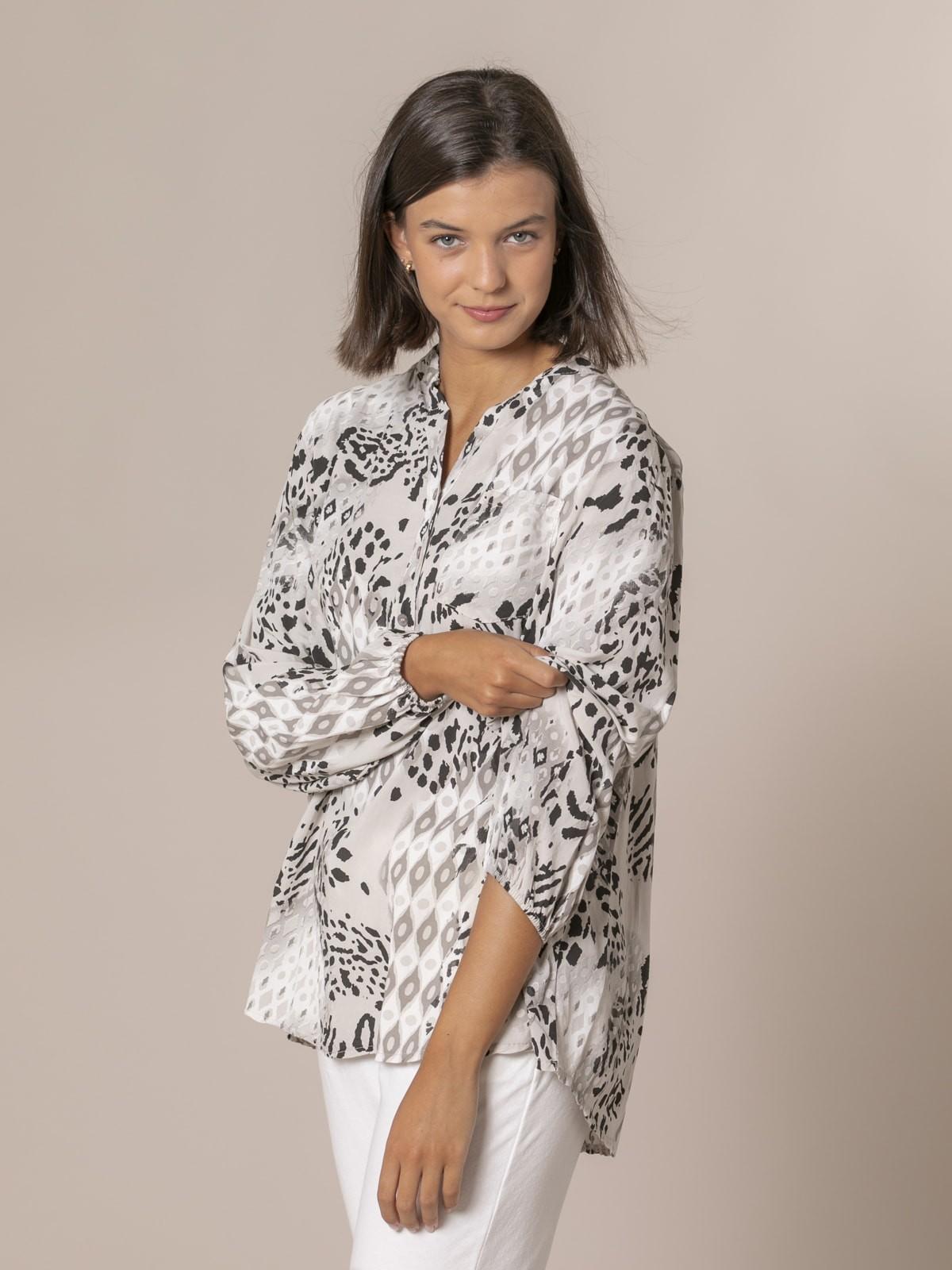 Woman Ethnic button shirt + snake Crudo
