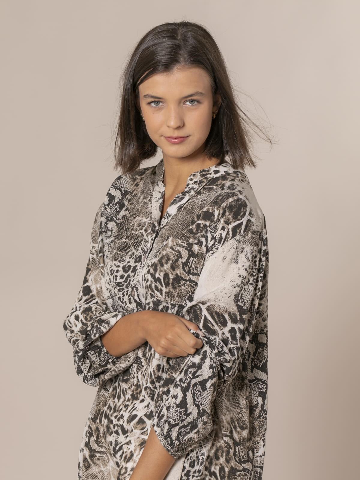 Camisa mujer botones serpiente Beige