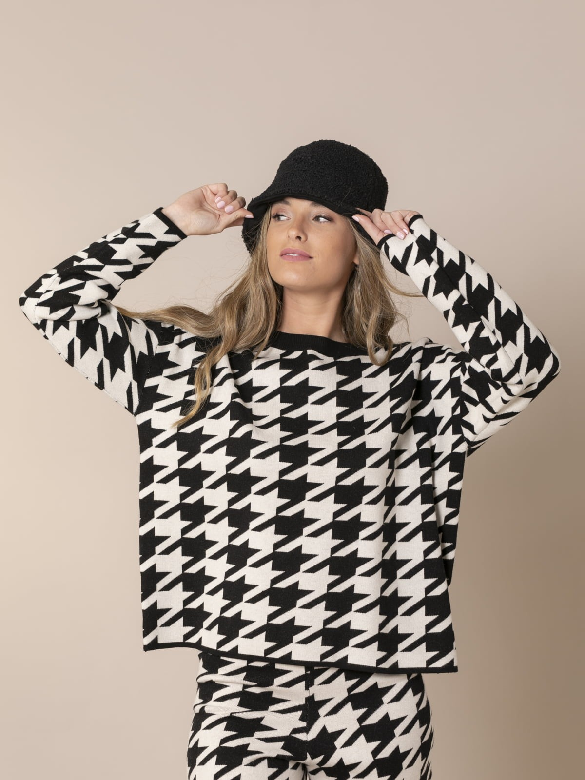 Woman Houndstooth knit sweater Black
