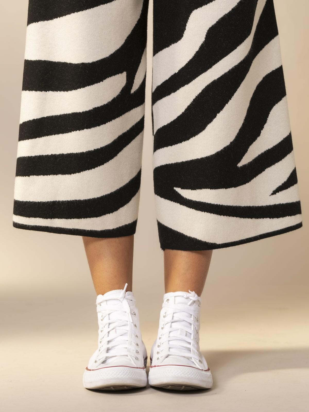 Woman Zebra knit trousers Black