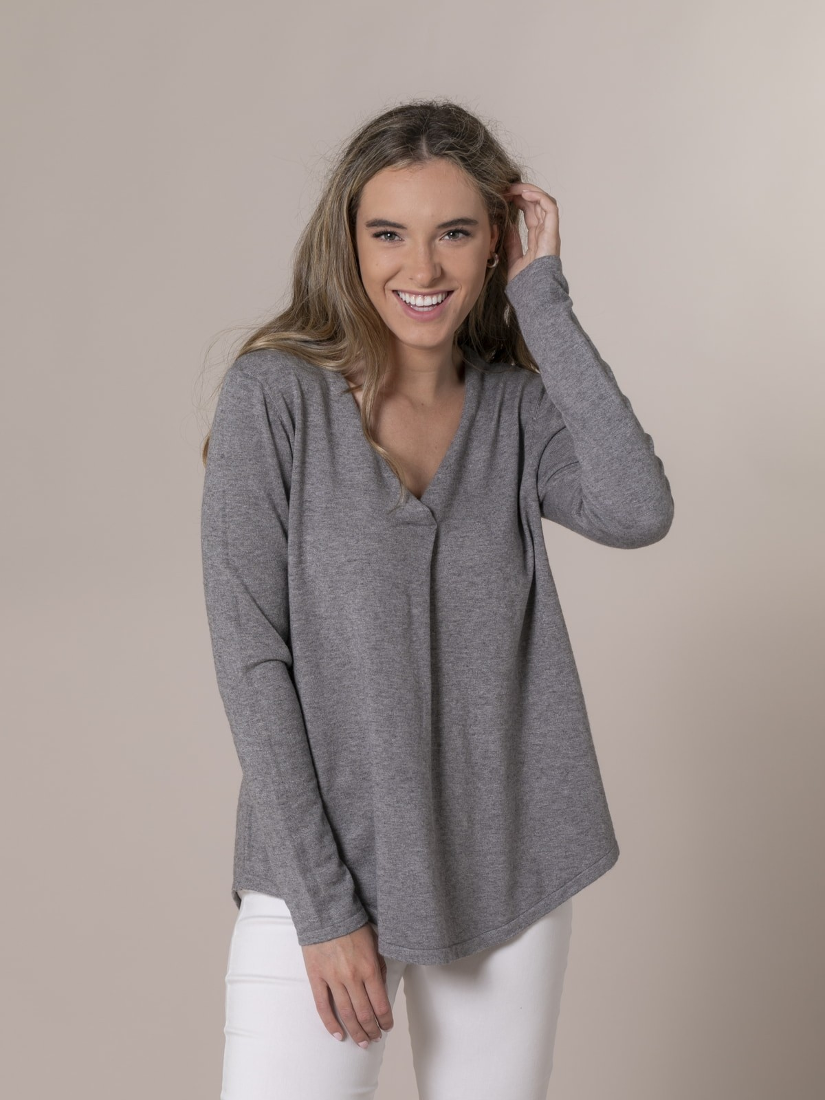 Woman Knitted sweater with neckline detail Grey