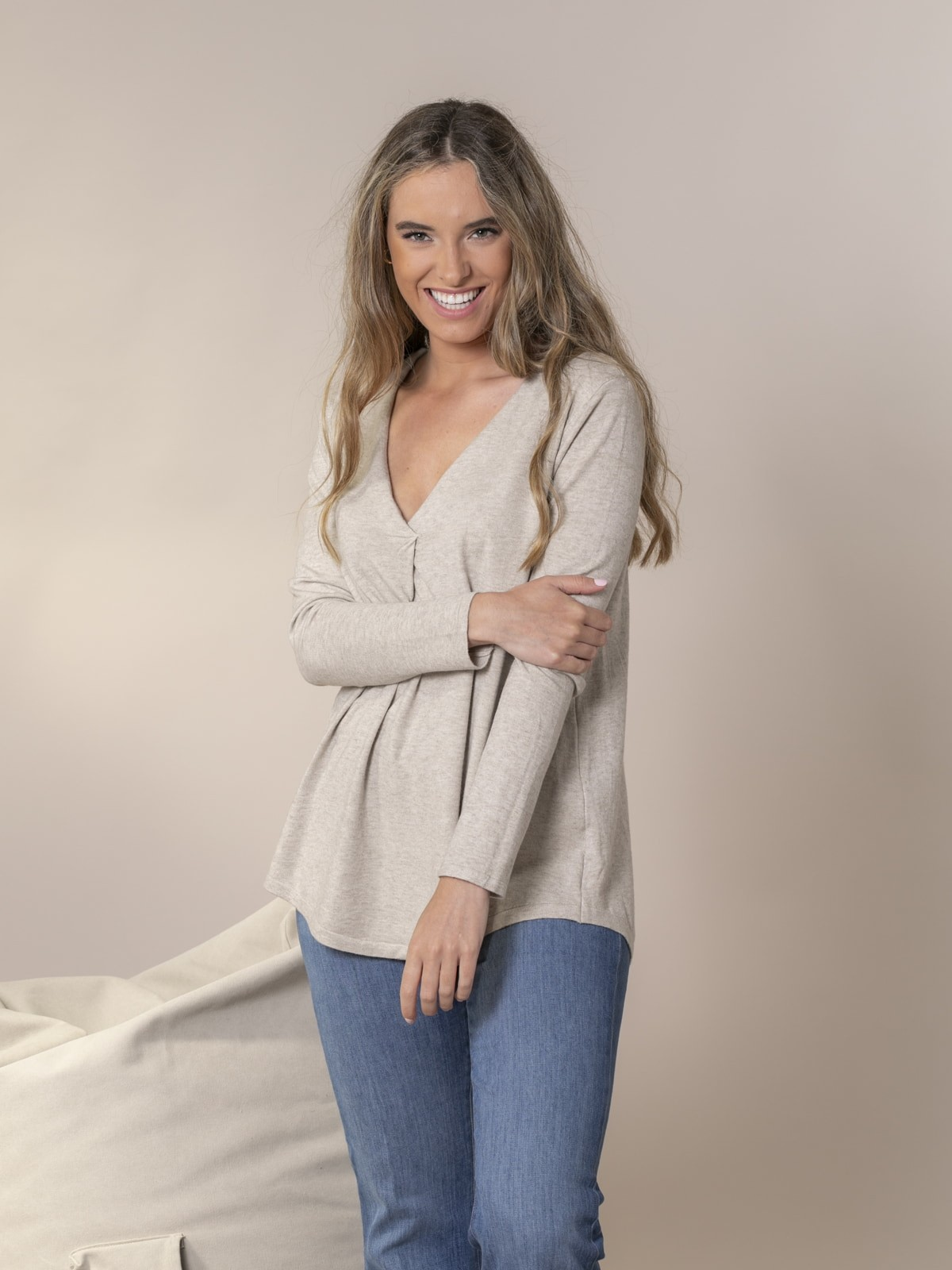 Woman Knitted sweater with neckline detail Beige