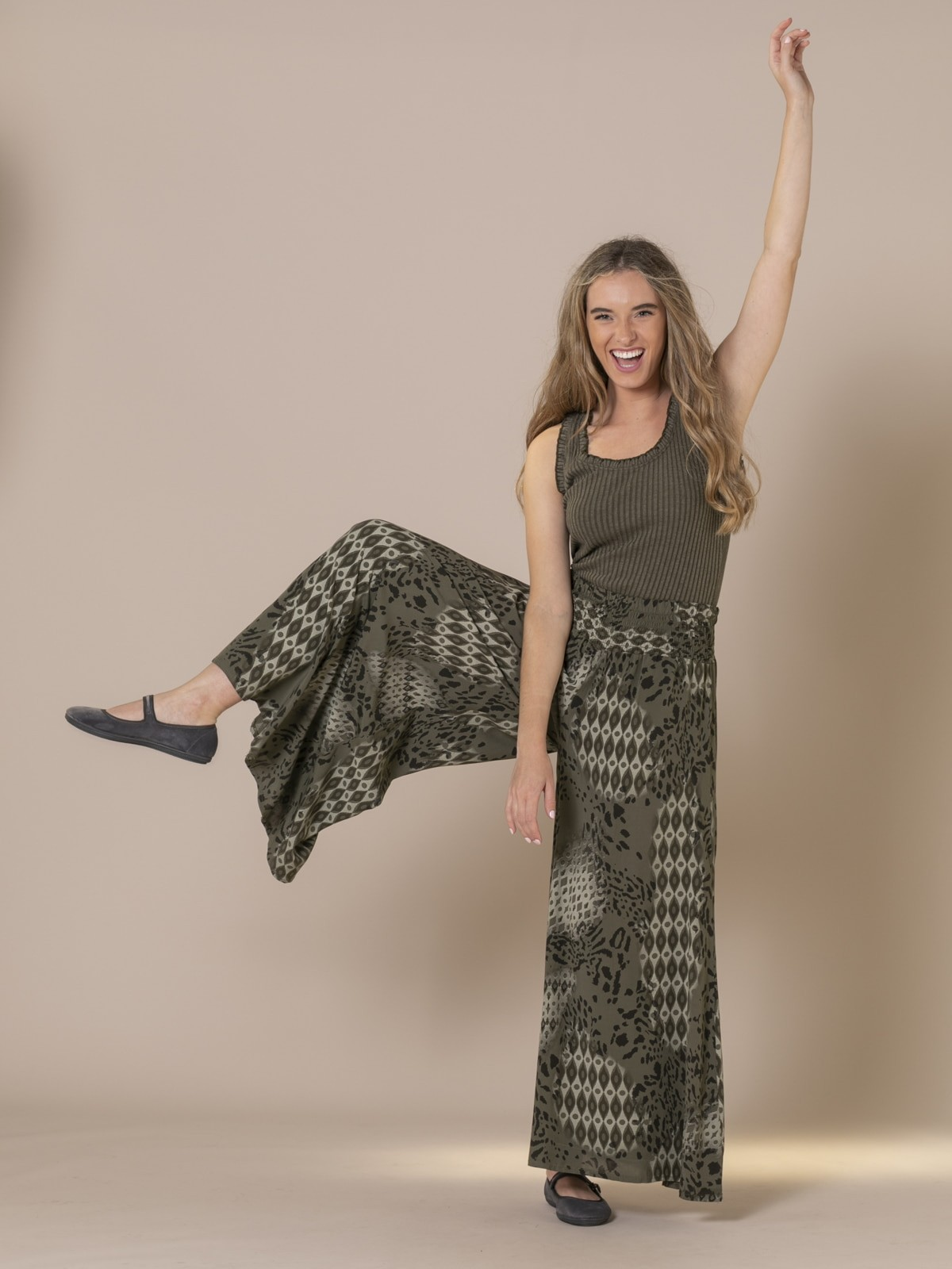 Woman Ethnic animal print trousers Khaki