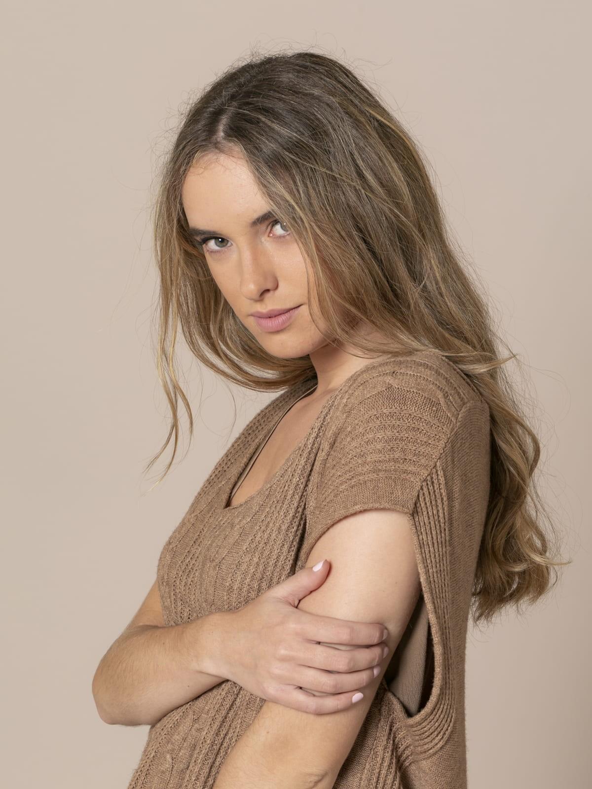 Woman Short braided knit vest Camel