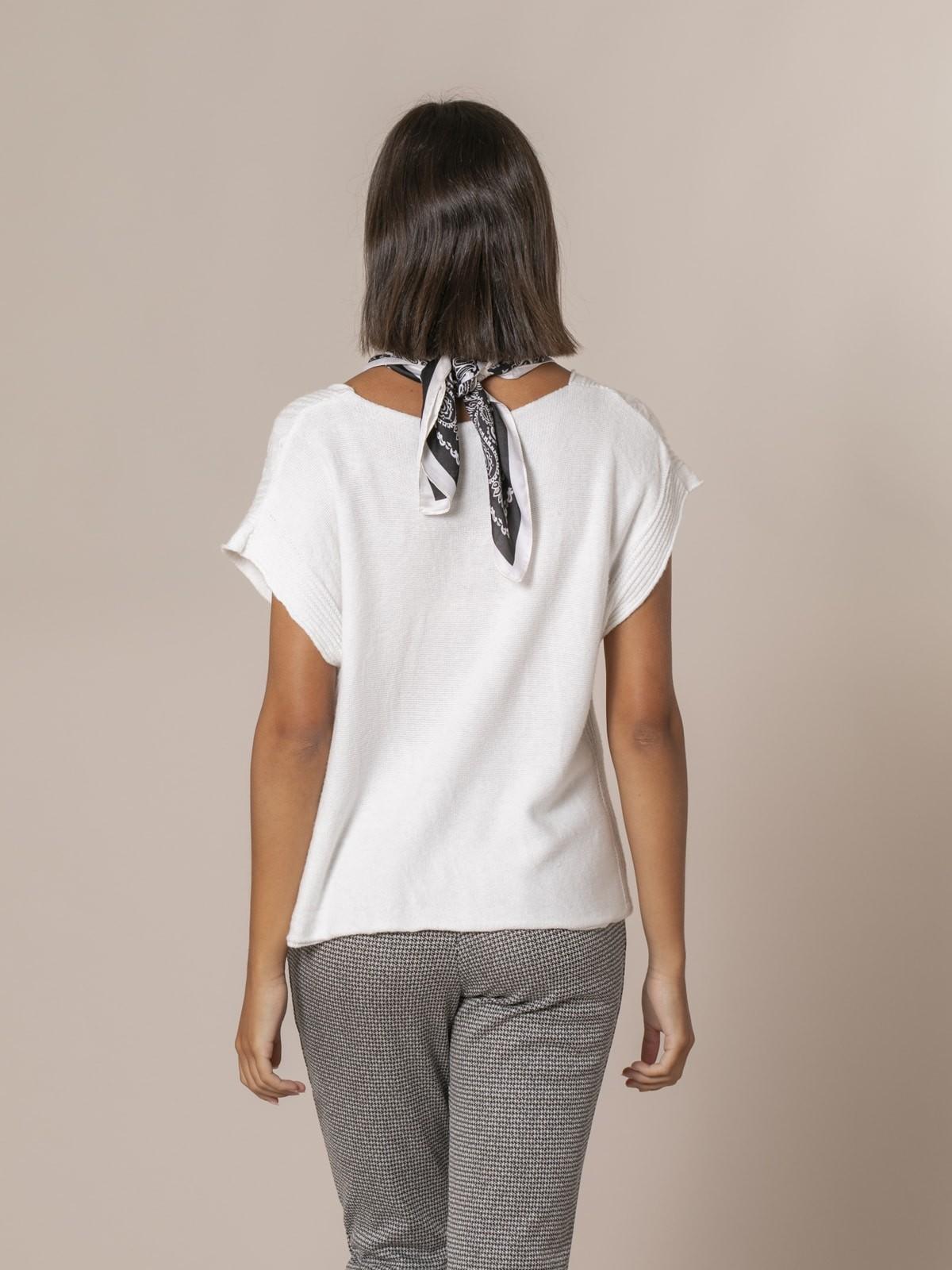 Woman Short braided knit vest White