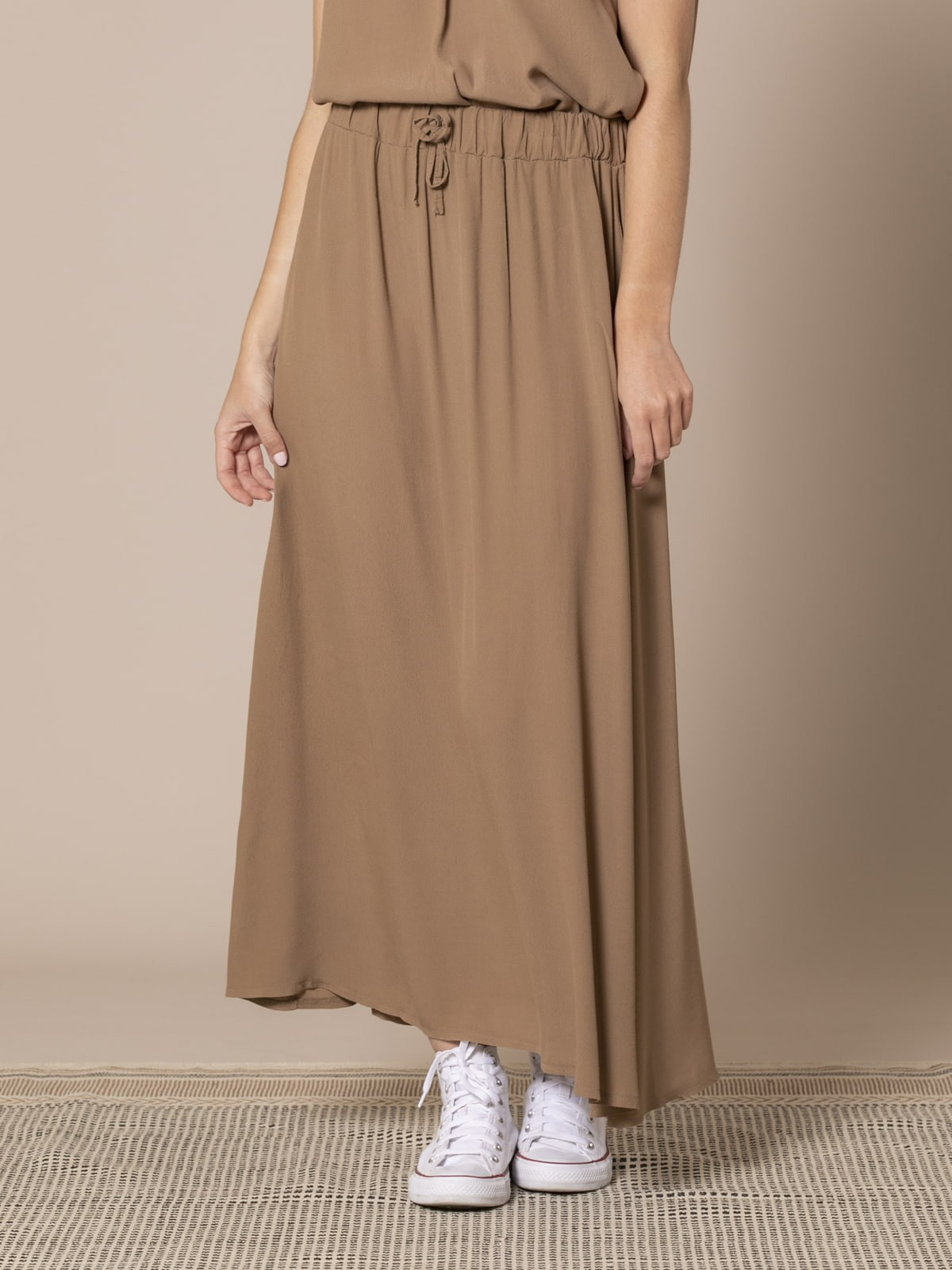 Falda crep Camel
