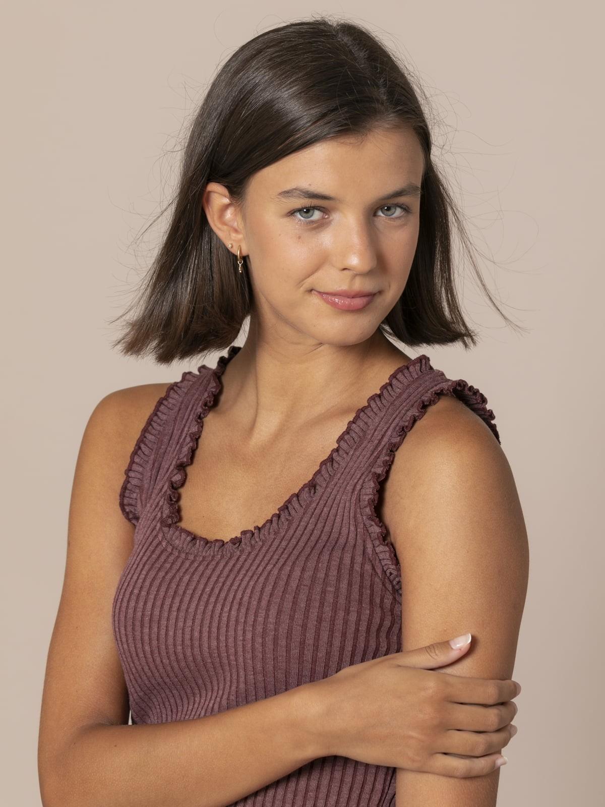 Woman Ribbed and ruffled T-shirt Granate