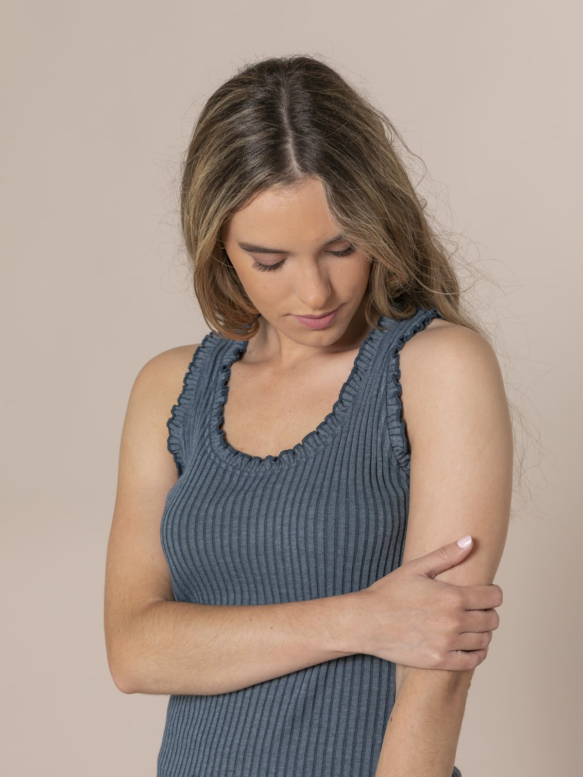 Woman Ribbed and ruffled T-shirt Blue