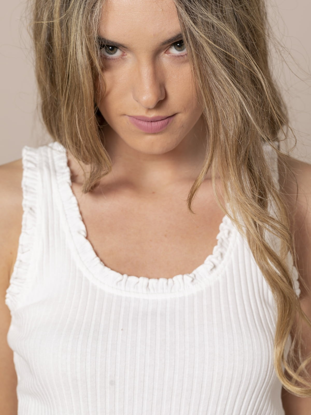 Woman Ribbed and ruffled T-shirt White