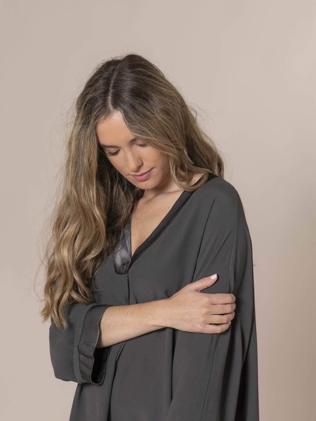 Camisola oversize cuello pico Gris