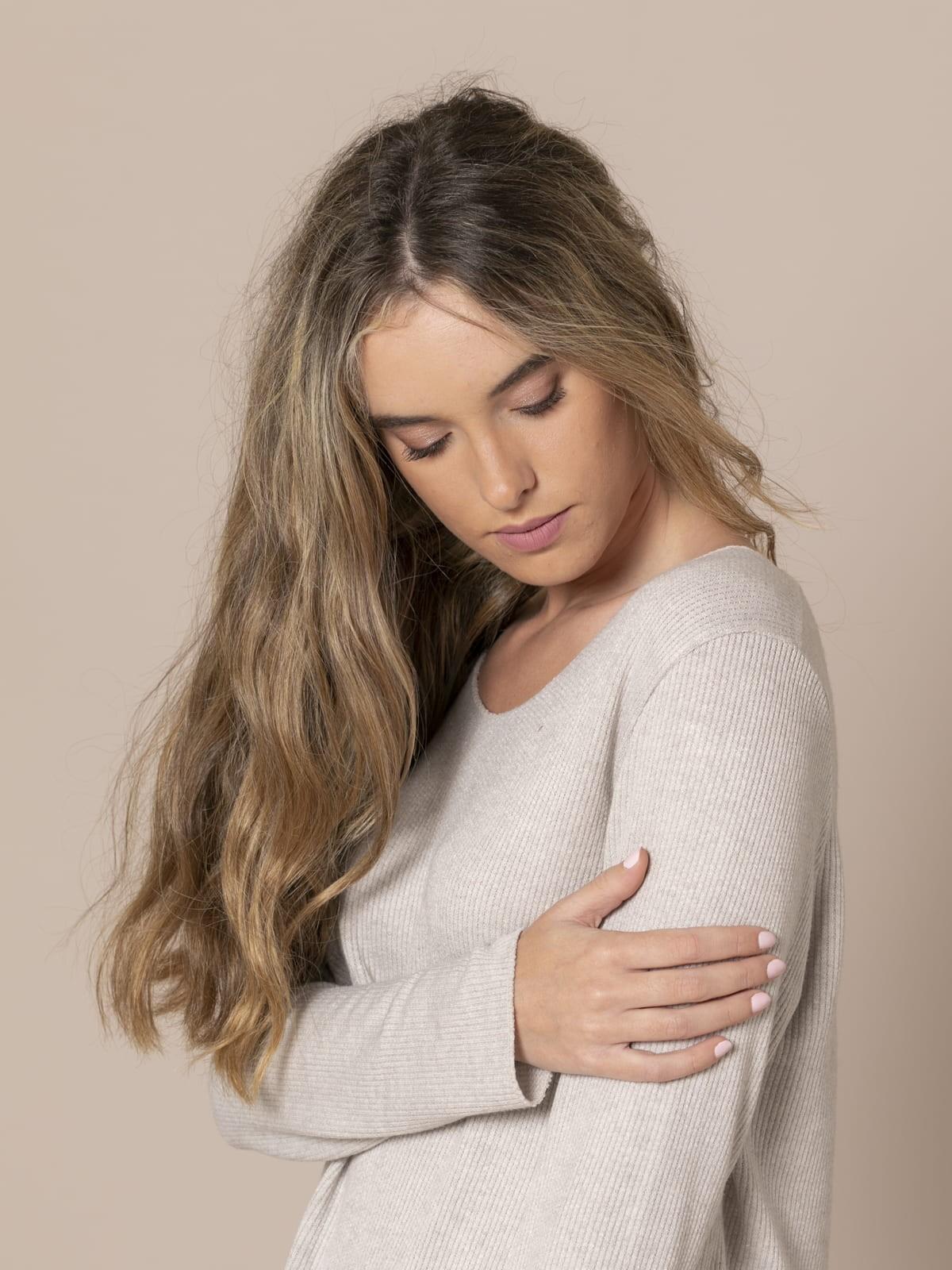 Woman Rustic fine knit sweater Beige