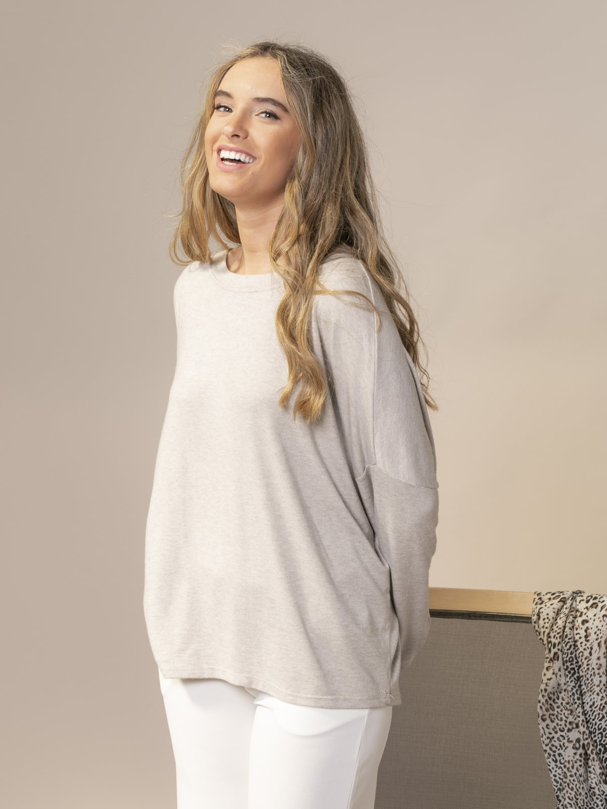 Woman Oversized boat neck sweater Stone claro