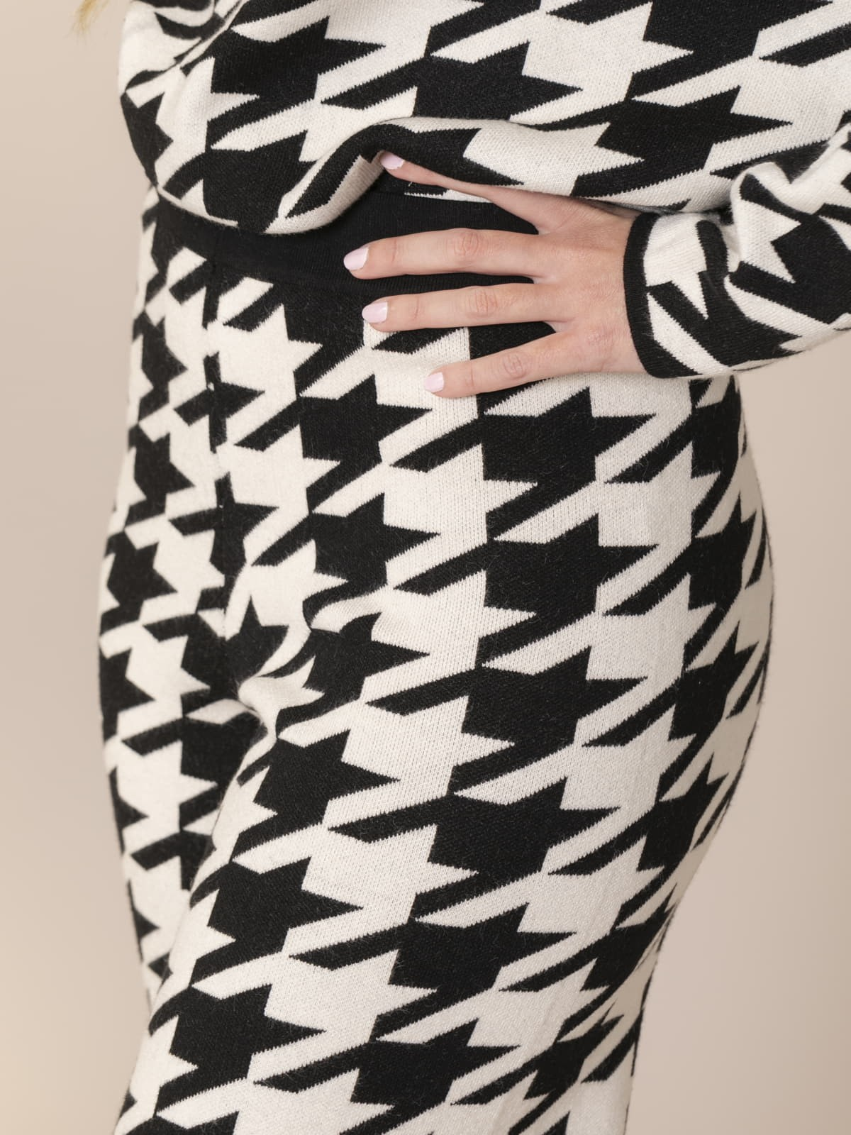 Woman Houndstooth knit trousers Black