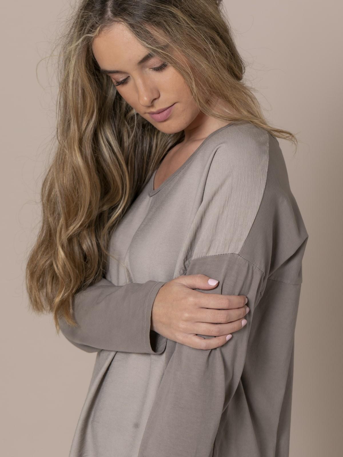 Woman V-neck blouse Stone