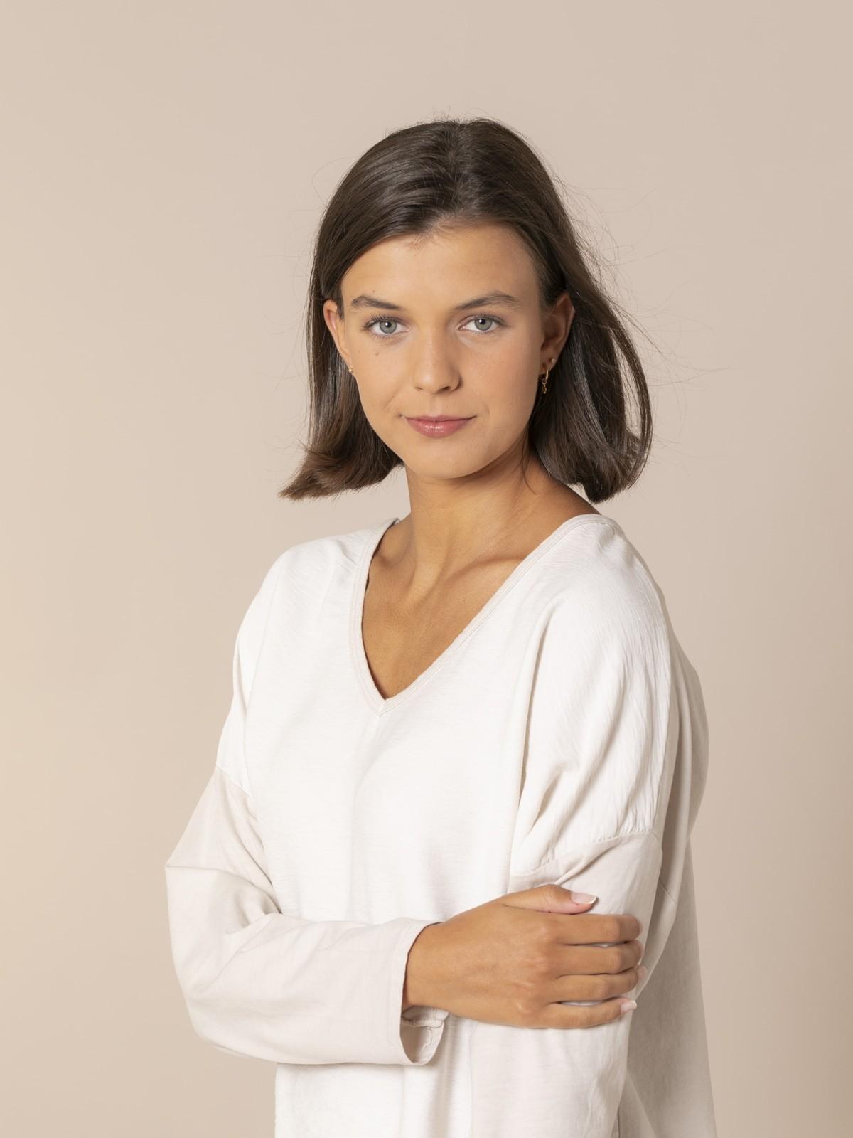 Blusa mujer cuello pico Beige